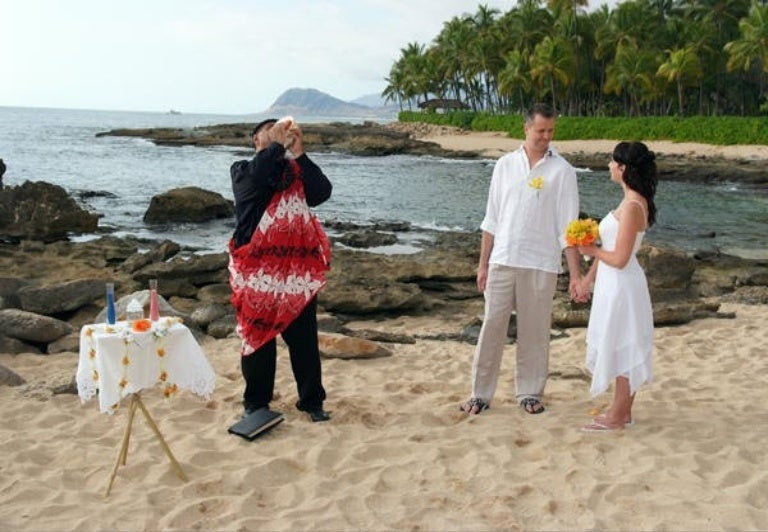 Beach Wedding Ceremony Oahu: Enjoy Wonderful Oahu Wedding Ceremony With Loved Ones