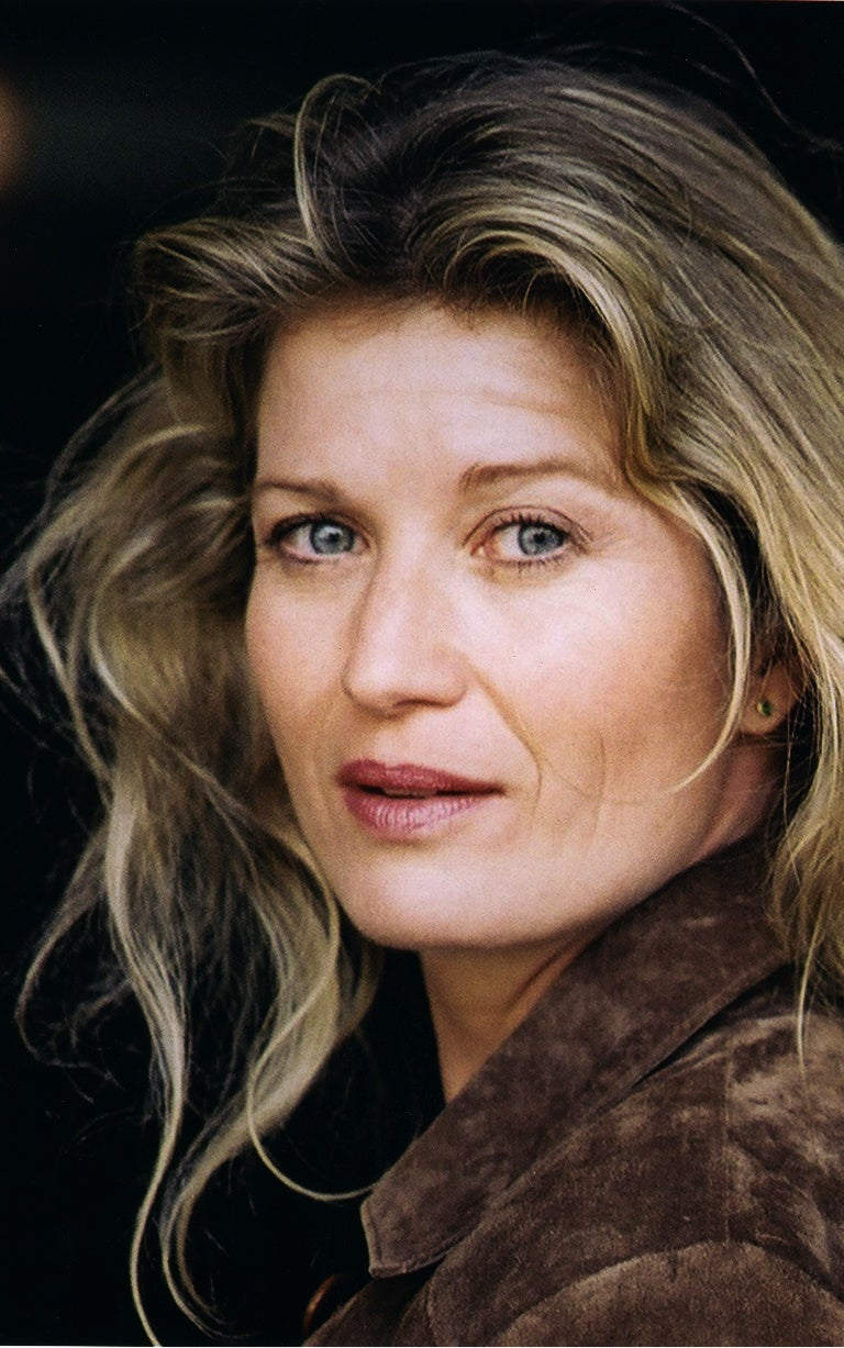 Communication on this topic: Anja Leuenberger CHE, kelly-sullivan-actress/